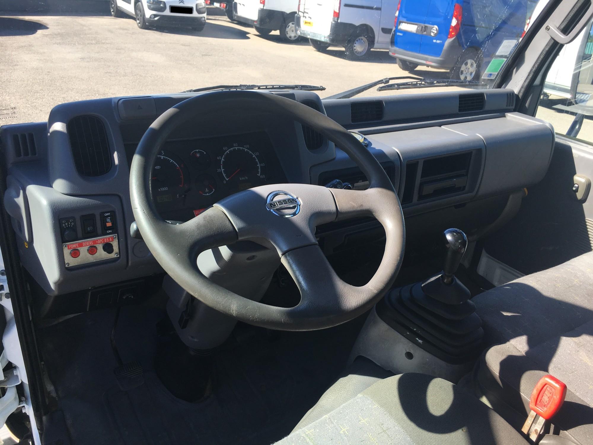 Nissan Cabstar 25 Dci 110 Ch Nacelle 10m De 2006 Voir Dans Les Cabster 4x4 Diesel Cliquez Sur Images Pour Agrandir