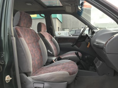 Intérieur gris rouge Nissan Terrano II 2.7 TDi - pro fun 4x4