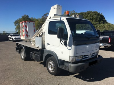 Nissan Cabstar Nacelle 2.5 DCi 110 ch - pro fun 4x4